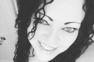 Escort Gothic Beauty In Kitchener ON Offering Erotic Massage