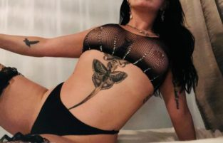 Escort Vivacious Violet In Ottawa Offering Erotic Massage