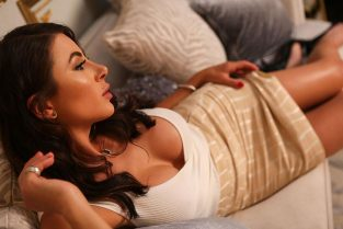 online sex toys shops & Pornstars In Melbourne – Adorable Thin Latina Dinner Dates MILF